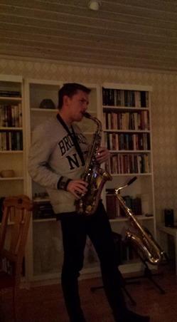 Blir det för Olle att lära in den legendariska, La Squadra på saxofon?