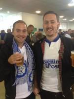 Jocke (till höger) var nyfriserad när han var och såg favoritlaget Leeds hösten 2015. Sedan dess har han låtit håret växa.
