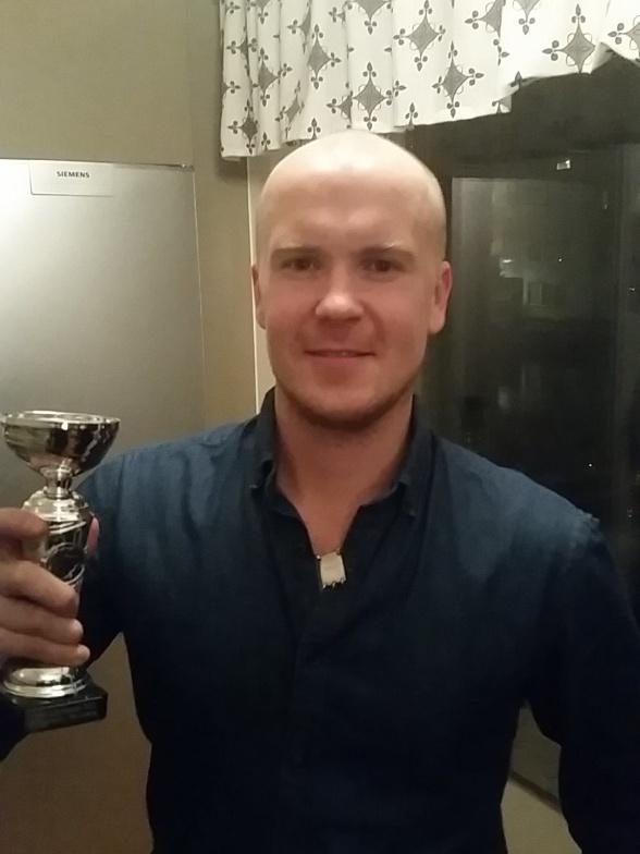 """Marcus """"Lillen"""" Brienza-Brien. Veteranen i loketsammanhang med över 10 säsonger i Loket, vinner årets Quiztävling mycket välförtjänt."""