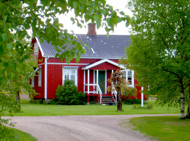 Vill du hyra stuga eller sommarstuga i Halmstad? Boka stugan Holms Heagård utanför Halmstad, en charmig liten röd stuga som vi hyr ut året runt, veckovis som sommarstuga. Läge mellan Halmstad & Tylösand