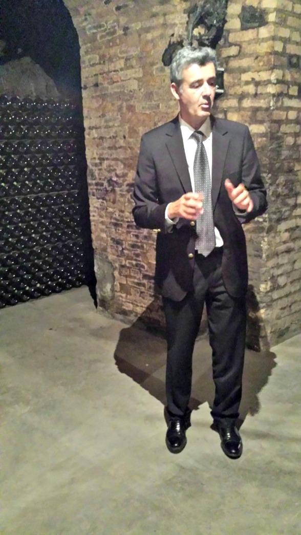 Mr Lalliere Deutz tog oss ner till Champagnekällaren där buteljerna lagras. En mycket trevlig proffisionell värd.