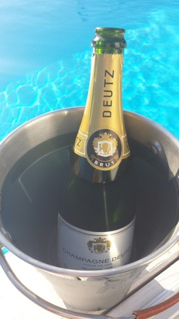 Champagne.se By Poolside