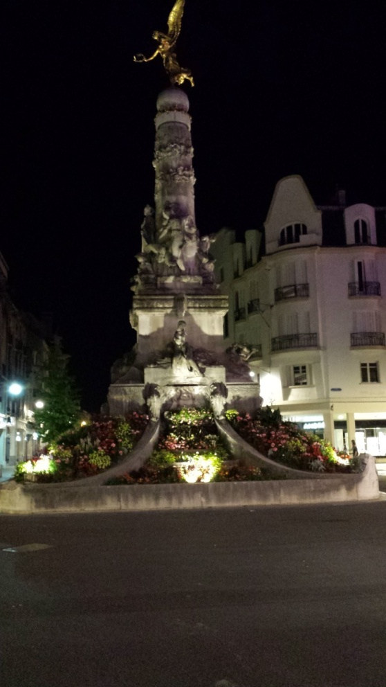 Fönster nightwiew 2 Torget i Reims