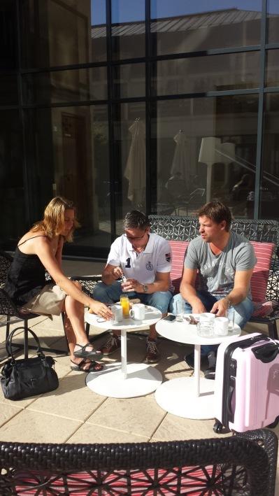 VARM....supergod frukost på hotellets terass temperaturen steg till 31grader under dagen!