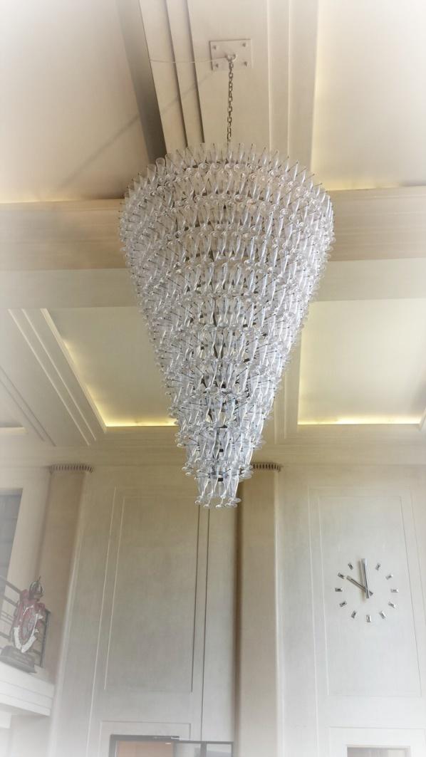 Den imponerande takkronan med Môetglas blev förevigad även detta besök.