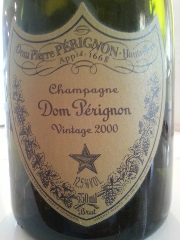 """Får inte glömma otroligt tasteful Dom Perignon """"Dompa"""" som hör till huset."""