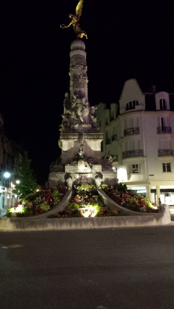 Fönster nightwiew 2 Torget i Reims