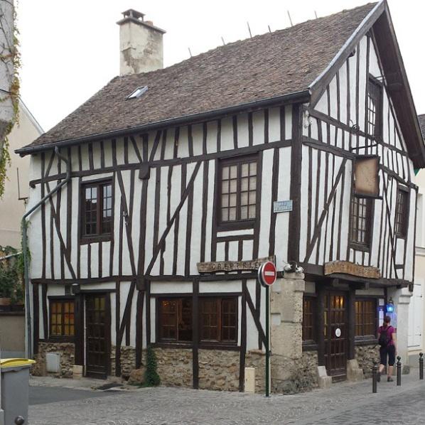 Mysiga små restauranger och vinhus i fina Aÿ.