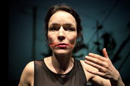 Josephine Bauer i Hemligt. Foto Ulrich Hillebrand
