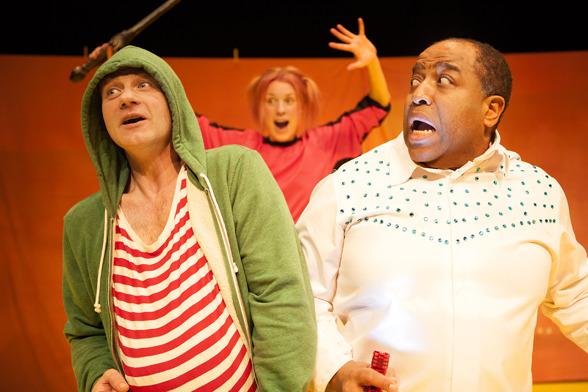 """Från """"En är ilsken en är rädd en gör allt för att bli sedd"""" som spelades på Angereds Teater våren 2015."""