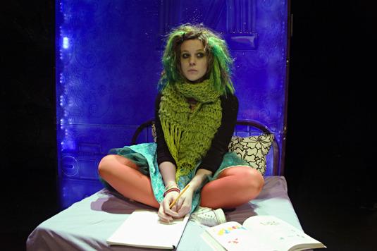 """Från """"Apberget"""" som spelades på Angereds Teater 2009"""