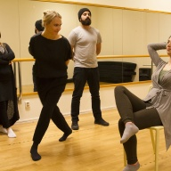 Projektledare Mina Nadolski Friberg &  teaterpedagogen Wahid Setihesh har workshop