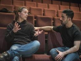 REGI. Jakob Tamm regiserar föreställningen och är även lärare på Angereds Teaterskola. Mattias Gourie spelar Haniz i Det Explosiva. Foto: Markus Lundqvist