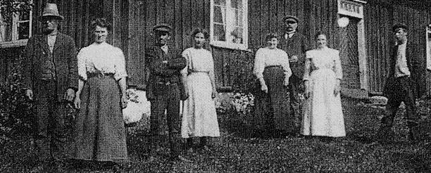 Delförstoring Johan August, Eugenia samt Oscar, Jenny och Alida samt Christina med familj från Stockholm före 1920