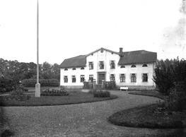 Svartarps gård 1912. Fotograf Harald Eriksén; Bild från Västergötlands Museum - bildarkivet/bildnummer: A61438