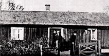 Lindqvistes stuga byggd 1832 på allmän mark. Per A. Pettersson, Hålltorp på bilden med käpp. Klicka på bilden för större bild!