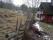 Gamla vägen förbi söder om och nära det nya huset och norr om och nära resterna av det gamla