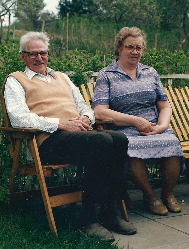 Arvid Johansson och hans fru Agda Johansson. Bild från Ethel född Johansson i Vibonätt, idag Gustafsson, Pickabacken, Varnhem 2013