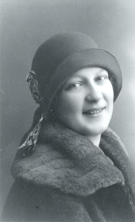 G. 11 Ingrid Blomqvist, född i Blomsdal (kvarnen) den 28/11 1909 - död den 29/10 1993. En välbekant person i Varnhem. Var livligt engagerad inom nykterhetsrörelsen. Var och bildade I.O.G.T.-logen Vinteny i Varnhem. Insatt av Kent Friman, 2014-03-05.