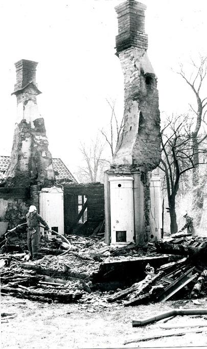 I. 1 Nohlgårdens bostadshus brann också oavsiktligt ner, när ladugården skulle eldas upp som brandkårsövning. Insatt av Kent Friman, 2014-03-05.