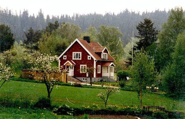 Vibonätt efter utbyggd takkupa och ny liten gavelveranda. Foto Gunborg Ferm, Ljungstorp.