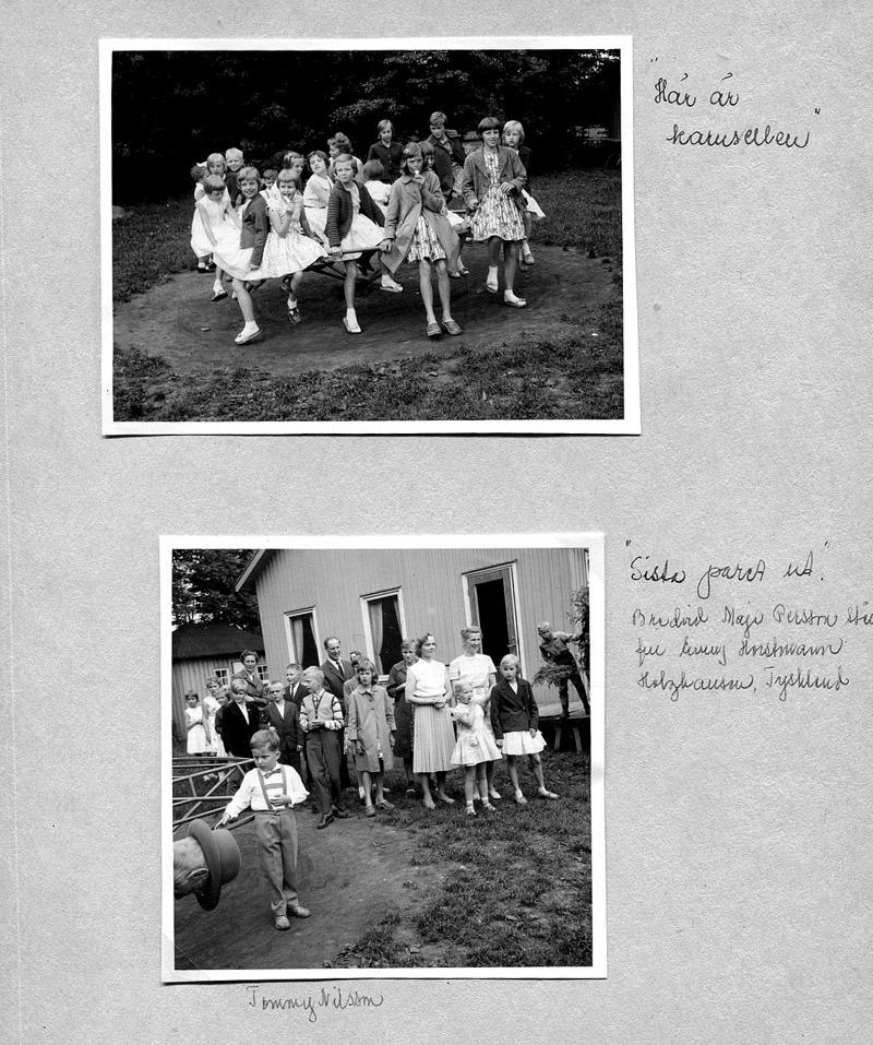 Sid 31. Bild 1, fr vä bak medsols; (med rosett) Ann-Marie Persson, Högtuna Överbo, Ulla Lann, Lindåkra, Bertil Sköld, Vassbacken, Tommy Nilsson, Nygården, Elisabet Karlsson, Skolan, Margit Karlsson, Solhem, Ingrid Persson, Högtuna Överbo, (bortvänd) ?, Kerstin Lann, Lindåkra, (kikar fram) Ingegerd Haraldsson, Simmesgården, Katarina Hellner, Lilla Ulunda, (längst t hö) Margita Bjurklo, Prästgården, Kristina Karlsson och Inga- Lill Karlsson, Redsvenstorp, Kerstin Hellner, Lilla Ulunda, Berit Strömberg, Björsgården 2, Lisbet Andersson, Fiskaregården och slutligen (t vä) Inez Friman, Lillhem. ............. Bild 2: Längst bak fr vä; Ingegerd Haraldsson, Simmesgården, Ingrid Persson, Högtuna Överbo, Kerstin Hellner, Lilla Ulunda, Britta Holmberg, Peter Hellner, Lilla Ulunda, Stig Andersson, Fiskaregården (glasögon), (bakom) Göran Holberg, (framför) Sture Karlsson, Redsvenstorp, (bakom) Nils Lann, Lindåkra, syskonen Kristina och Inga-Lill Karlsson, Redsvenstorp, Katarina Hellner, Lilla ULunda, (framför) Maja Persson, Simmesgården och Emmy Horstmann Holzhausen, Tsykland med flickebarn samt Margita Bjurklo, Prästgården. Okänd pojke på trappa. Längst fram Tommy Nilsson, Nygården.  Inskrivt av Kent Friman, 2014-05-30.