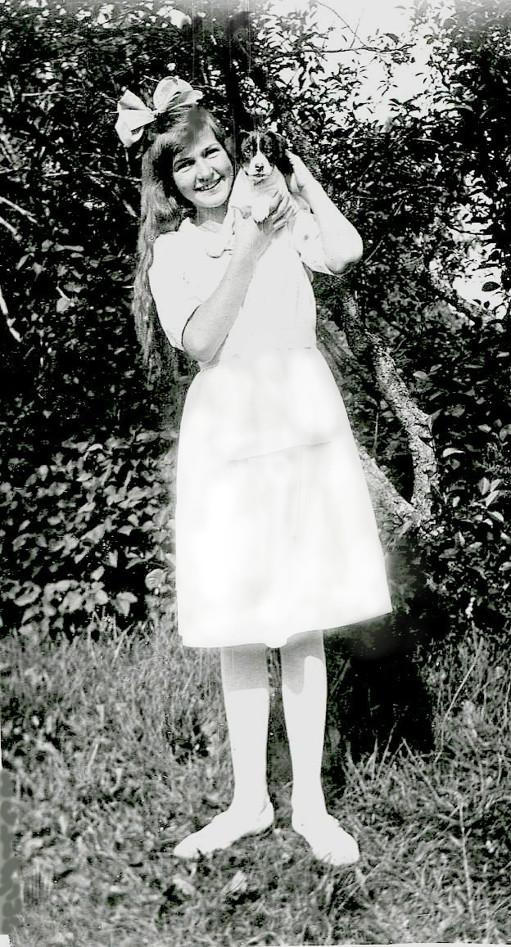 G. 55 Margit Engstrand i Varnhem på sommarvistelse med föräldrarna. Bild från Gudrun Ramviken, Sörgården, 2014. Insatt av Kent Friman, 2014-04-28