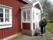 Dagens husägare välkomnar vid verandan byggd 1933