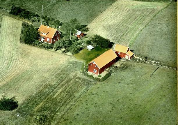 Del av flygbild från tavla som idag hänger i Björkedalen via Kerstin Lidberg, född Lann. Klicka på bilden för att se den större!