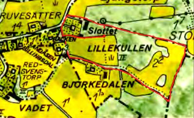 Slottets mark rödmarkerad på 1960-talskartan för tiden efter Hålltorps köp  av Lille Kullen och nybygge av Slottet vid landsvägen tidigt 1860-tal. Mindre del = avstyckning 1970. Lantmäteriet