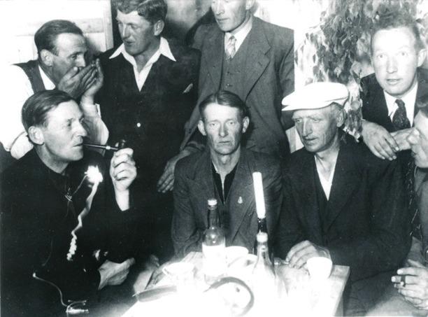Bild från Skarke-Varnhems digitala foto- och bildarkiv.