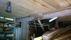 Interiör av ladugård som visar tillbyggnadsdel