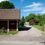 Infart till Lindstorp idag med den gmala ladugården