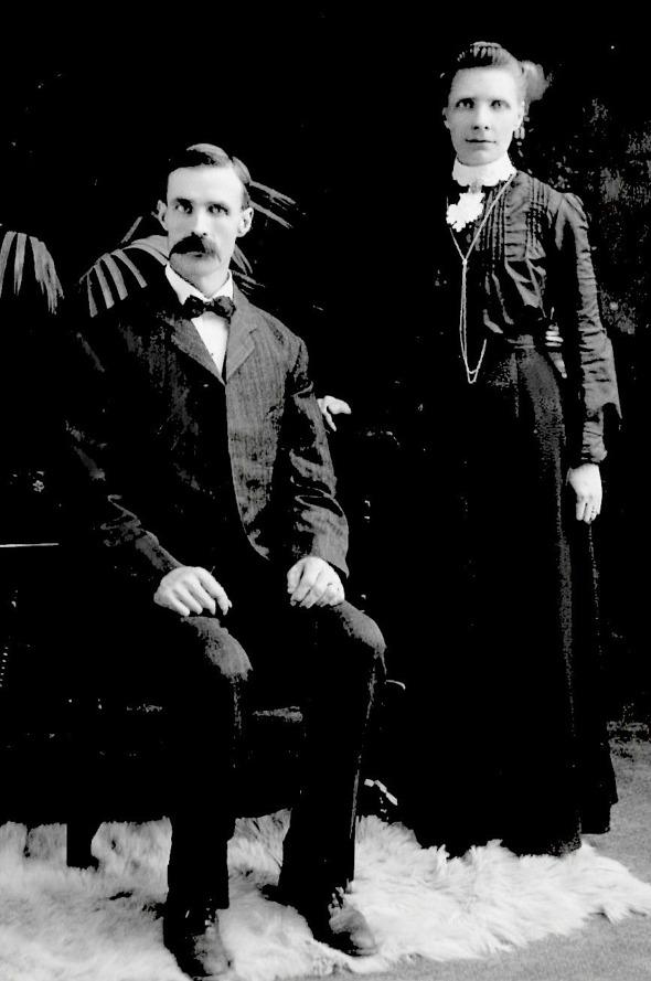 Calr Johan Carlberg, född 1867 och hans hustru Augusta Levinia Glans, född 1870