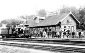 Bild från historiskt.nu - Gnesta station 1900. Klicka på bilden för större bild!