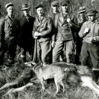 Jaktlag med Bror i bakgrunden