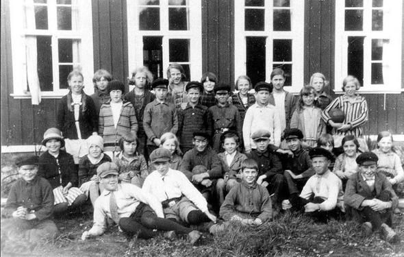 Foto från Skarke-Varnhems Hembygdsförenings Digitala Arkiv