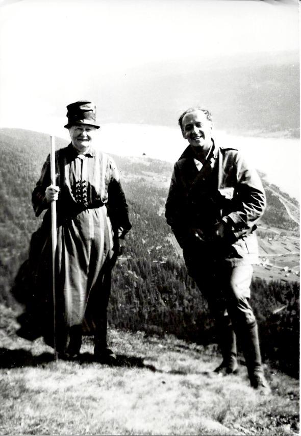 Bild från Verna Andersson, Ljungstorp. Matilda med fostersonen Erik Gunnar Lindholm 1930.
