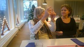 Gertrud i seriöst samtal med t f rektor Annika Falk
