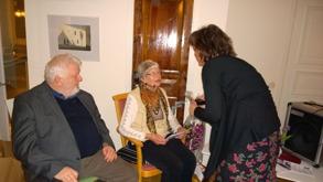 Tf rektor Annika Falk förbereder Gertrud för sin berättesle