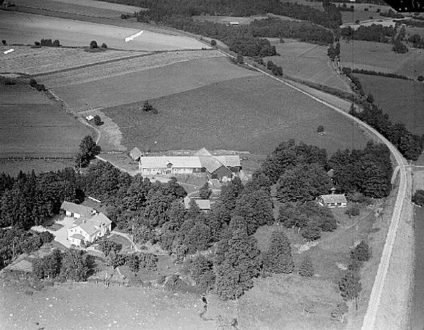 Prästgården i Varnhem 1938, AB Flygtrafik Dals Långed, Västergötlands Museum - bildarkivet/bildnummer: A145051:1622