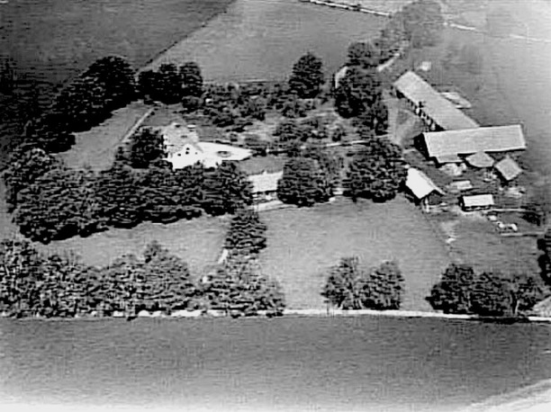 Kyrkebo i Varnhem inköpt av David Holmberg på exekutiv auktion 1889 och som överläts till De la Gardieska gravkassan 1891, senare försålt igen. Västergötlands Museum - bildarkivet/bildnummer: A145051: