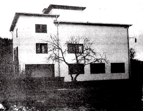 Tre Bäckar vid färdigställandet 1940 från norr med Sydbillingen i bakgrunden. Bild från Varnhemsbygden 1990.