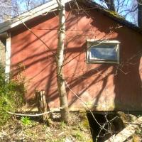 ett litet fönster på väster - där nedgången till jordkällaren finnsgaveln