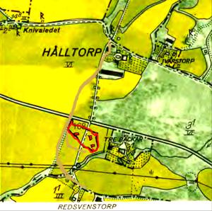Baserat på tidiga kartor borde en inritning (KF) av Stora Hålltorps tre bostadshus (1779) på 1960 års karta kunnat se ut så här.