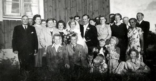 Ann-Briit  gifter sig med Evert på Lövvik. Foto från Gun Johansson, 2017