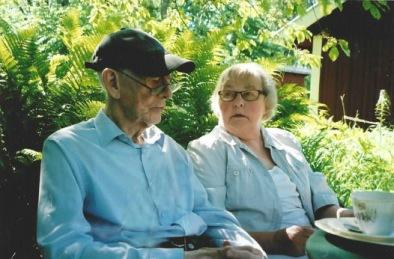 Arne Sträng och Verna i samtal i trädgården på Carlsberg 2016