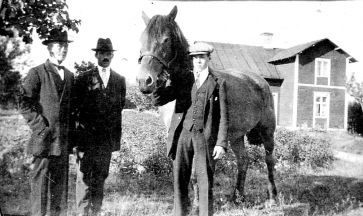 Olgas fars torp under Dala Herrgård - Olgas far och bröder Gustaf och Oskar