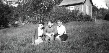 Margit, Olle och Ann på besök i Lövåsen