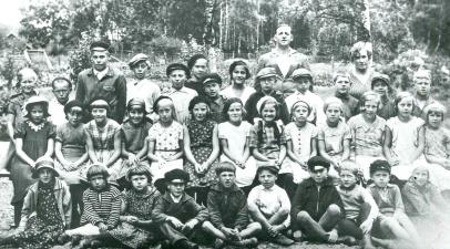 Ljungstorps skola 1936 med lärarna Håkansson och Mia Jansson